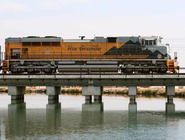 UP Heritage Loco 1989 Approaches Yuma at the All American Canal Crossing