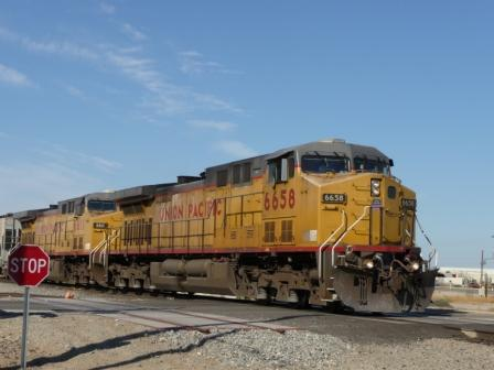 UP 6658 at Blaisdell grade crossing